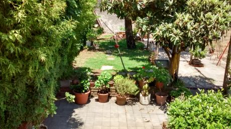 A Basigaluz Propiedades Tel. 099033190  098625070  Casa, Fondo Con Parrillero