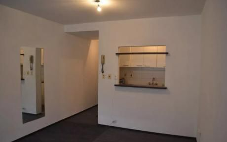 Monoambiente En 18 De Julio, $14.500 Gc: $3.000 Garage, Video Vigilancia 24 Hs