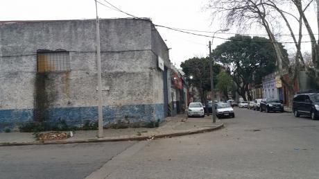 Local Esquina Industrial O Depósito En La Calle Rocha