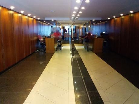 Alquiler Oficina En Ciudad Vieja 7º Piso