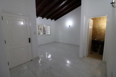 Alquilo Casa Toda Planta Baja En San Cristobal