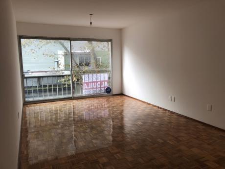 Apartamento De 2 Dormitorios En Barrio Sur Con Garage