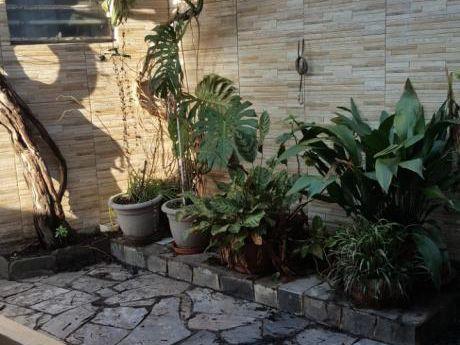 Vendo Casa Dos Dormitorios En Buceo  Con Patio