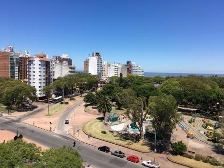 Impecable Apartamento , Hermosa Vista Frente Al Parque Rodó