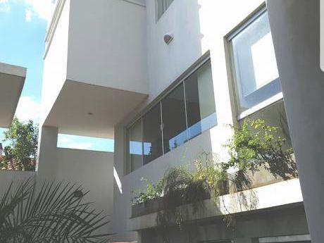 Vendo Casa Minimalista Barrio Herrera 3 Suites Con Ascensor