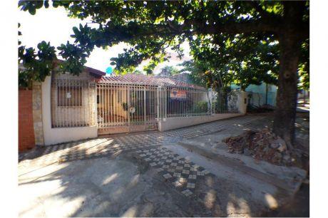 Vendo Casa En Barrio Obrero, Sobre Calle Asfaltada