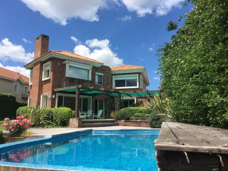 Hermosa Casa Con Lago En Barrio Cerrado Carrasco Sur