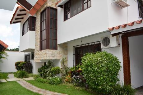 Hermosa Casa Dos Plantas En Equipetrol