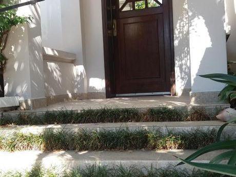 Alquilo Elegante Casa En Villa Morra Para Oficinas