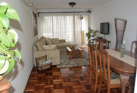 Impecable Apto Amoblado 1 Dorm. C/vestidor, Amplio Living - Opcion  Garage