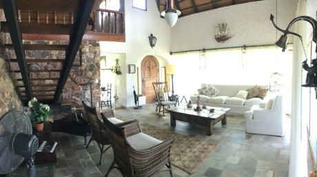 Preciosa Casa Ubicada En Zona Pinares