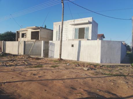 En Pre-venta Amplia Casa Zona Este