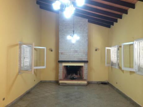 Casa En Lambare Cerca De La Avenida Peron