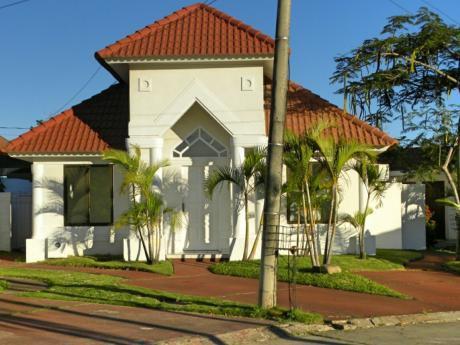 Linda Casa Condominio Cerrado