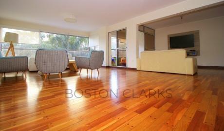Apartamento En Venta: 3 Dormitorios + Servicio, 1 Garage En Villa Biarritz