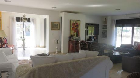 Ideal Familia Numerosa. Casa En Olivos. Barrio Con Mucha Seguridad