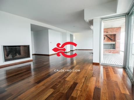 Apartamento En Excelente Ubicación De Carrasco. Ref: 3288