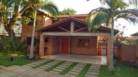 Vendo Hermosa Casa En Barrio Cerrado