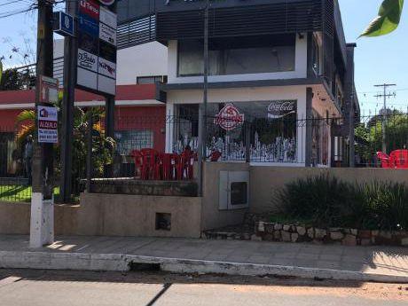 Alquilo Salones En Paseo Cortes / Lambare