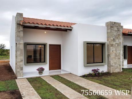 Casas De 3 Dormitorios Credito En Urbanización Santa Rita Av. 3 Pasos Al Frente