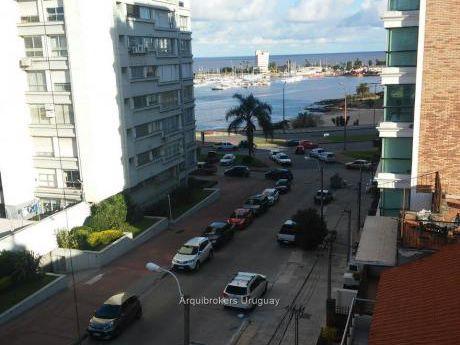 91913 - Apartamento De 2 Dormitorios En Venta En Puerto Del Buceo