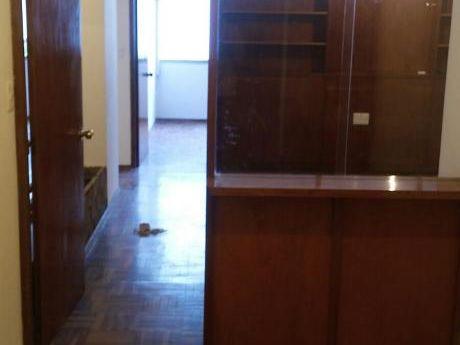 Apartamento Para Oficinas, 3 Ofic. Privadas Y Recepción, Ciudad Vieja