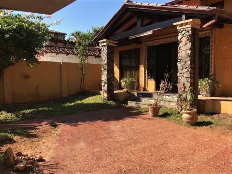Se Vende Casa De 360 M2. En Asunción, Barrio Mburucuya