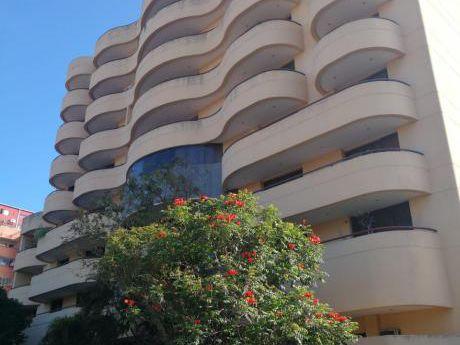 Tierra Inmobiliaria Alquila - Hermoso Y Amplio Departamento En Zona Residencial
