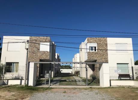 Casas En Barra De Carrasco. A Media Cuadra De La Rambla