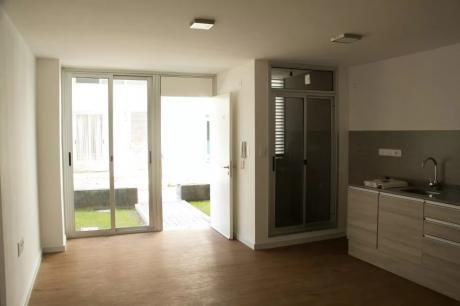 Alquile A Metros De Shop Nuevo Centro Con Garage !!!