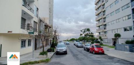 Ubicación Privilegiada A Metros De La Rambla, Garage, 88m2