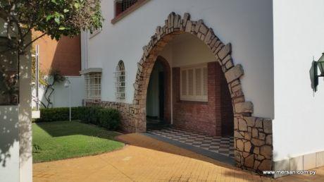 Residencia De 607 M2 A Metros De La Av. Mcal. Lopez Zona Colegio Inter (458)