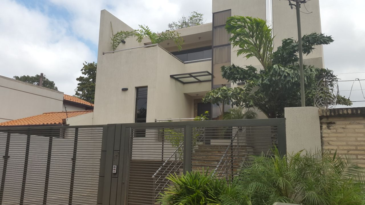 Vendo Casa Minimalista ( Semi Nueva ) 5 Años Bo.laureles
