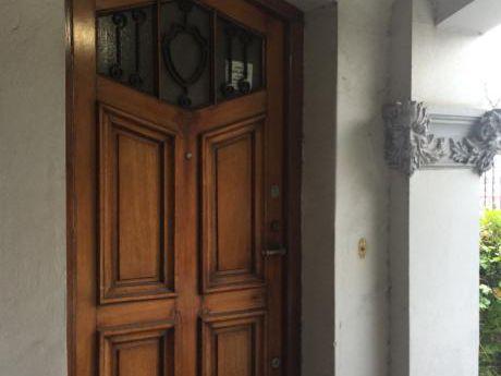 Oferta!!casa De Estilo Sobre Bulevar España