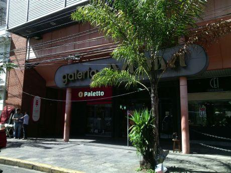 Salones Comerciales En Galeria Palma