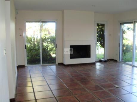 Alquiler De Apartamento Con JardÍn En Carrasco