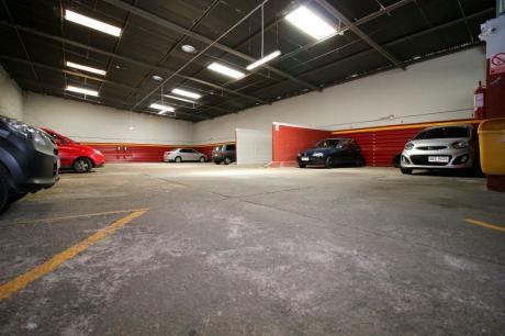 Parking En óptima Ubicación En El Centro De Montevideo