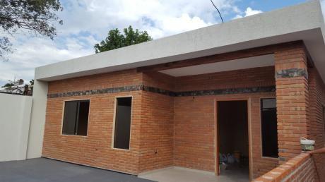 Tierra Inmobiliaria - Hermosa Y Amplia Casa A Estrenar!!