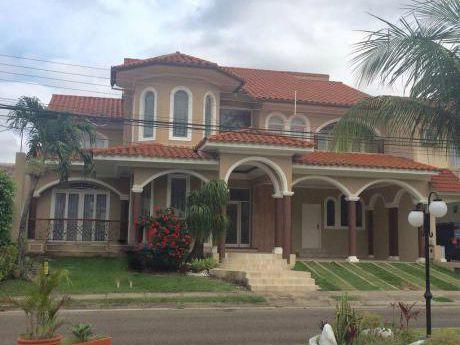 Hermosa Casa En Condominio Zona Norte