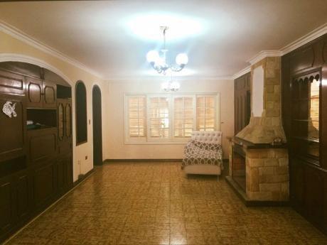 Se Vende Casa De 3 Dormitorios, En Barrio Carmelitas