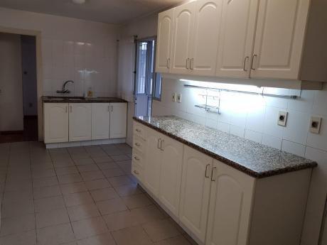 Solido Apartamento Sobre Av Brasil 2 Dor Mas Servicio