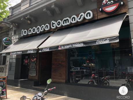 Local Comercial -con Renta- En La Calle Maldonado. Amplio Y Moderno.