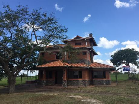 Casa En Carlos Franco Country Club, Arroyos Y Este