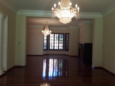 Alquilo Imponente Residencia En Los Laureles