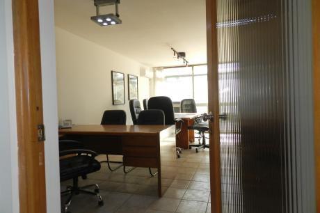 Oficina En Excelente Ubicación!