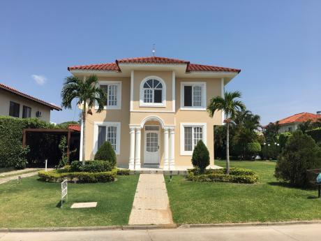 Hermosa Casa En Jardines Del Urubo