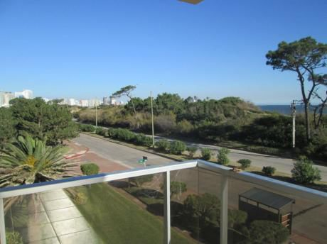 Apartamento Ubicado En La Playa Mansa Frente Al Mar.