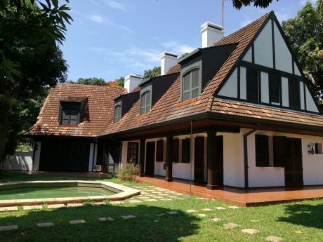 Residencia En El Dorado, A Pasos De Brasilia Y Mcal. Lopez