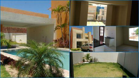 Hermosa Casa De Dos Plantas En Condominio!!
