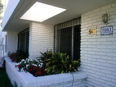 Amplia Casa Toda En Planta Baja Frente A Plaza